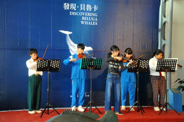 照片2屏東縣車城國中小提琴社表演
