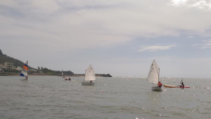 後灣海域上點點風帆