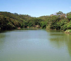 情人湖位於基隆市大武崙山區,其內可分為野餐區、營火區、環湖步道、環山步道、情人湖等區域,是一座與人類互動較頻繁天然湖泊之一。(廖逸涵 攝)